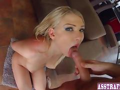 Sexy blonde shakes her ass
