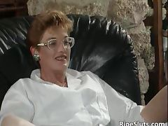 Mature slut gets her cunt hard