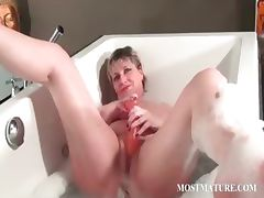 Nasty mature masturbates in bathtub
