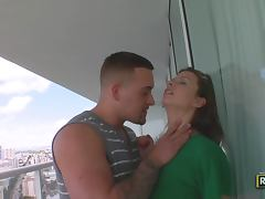 Bailey Brooks Loves Big Cocks and gets Facial
