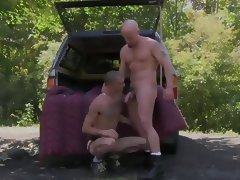 hitch hiker gets 10 inches bareback