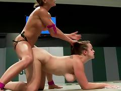 Two steaming hot and strong chicks are wrestling hard
