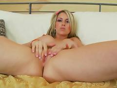 Courtney Cummz blows and enjoys multiposition sex indoors